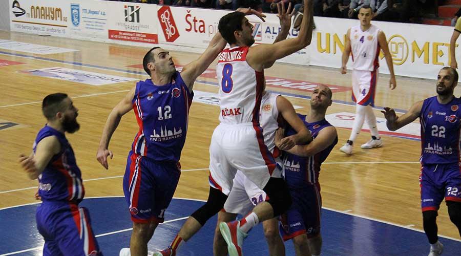 Košarkaš Borca u duelu sa momcima iz KK Tamiš